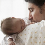 Licencia por paternidad: Perú plantea subirla a 15 días pero en Islandia dan 90 días